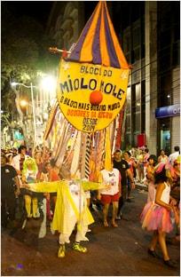 Primeiro desfile do bloco carnavalesco Miolo Mole, no Recife
