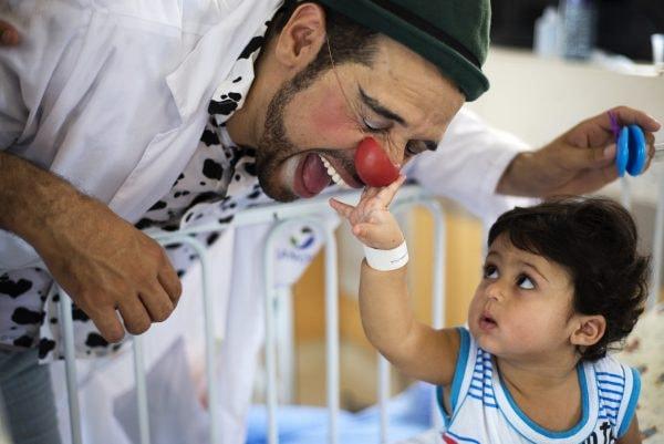 Mostra em comemoração aos 15 anos de atuação no Recife circula por hospitais