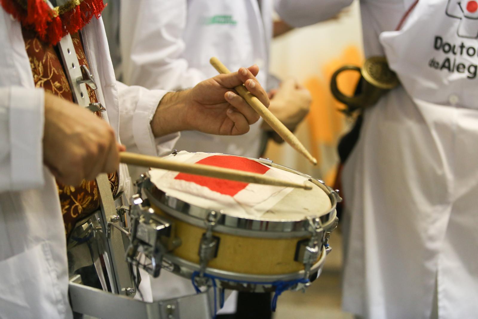 Doutores da Alegria leva blocos de carnaval a dezenove hospitais públicos