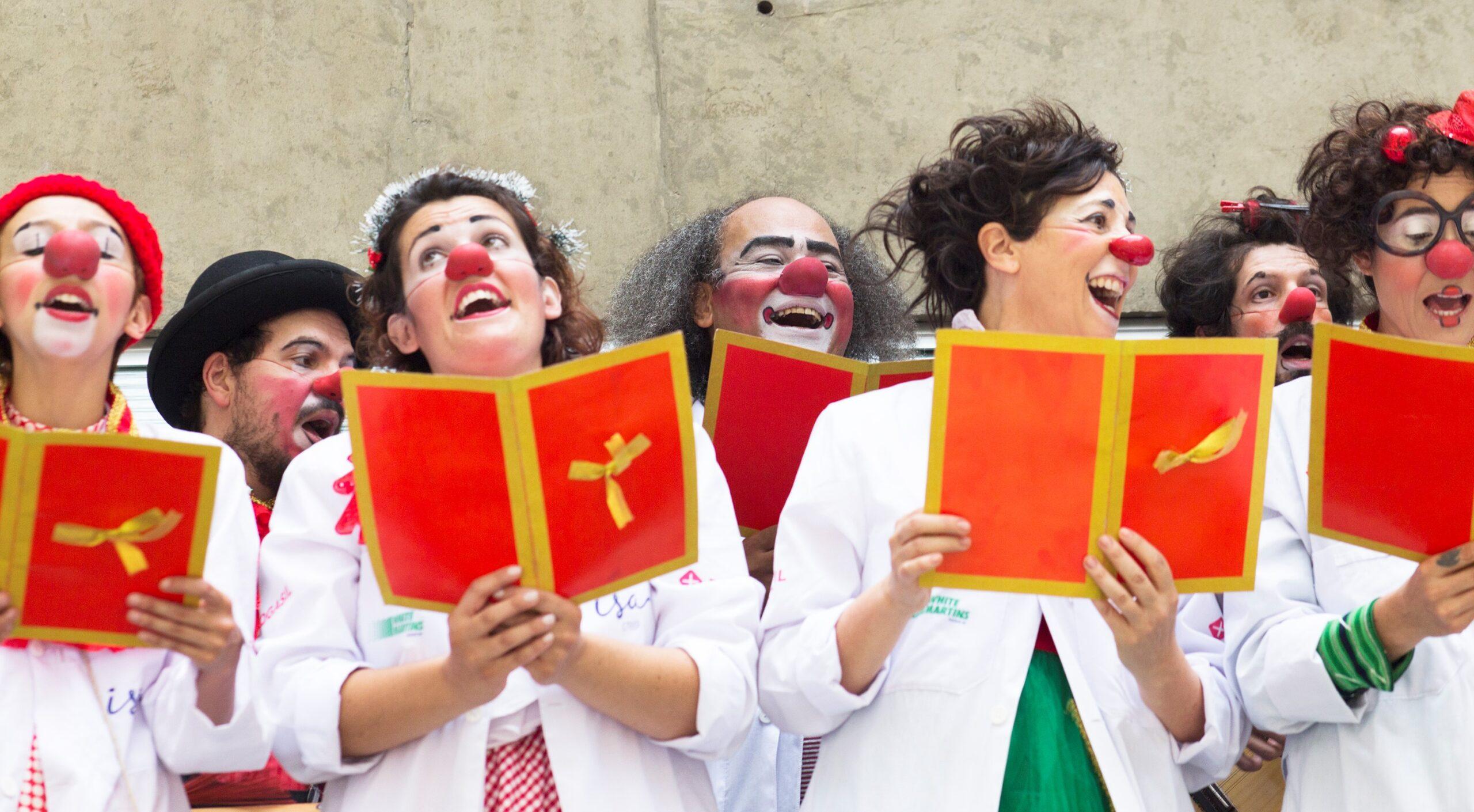 Doutores da Alegria se apresenta no Festival de Natal ao vivo nesta quarta, 23